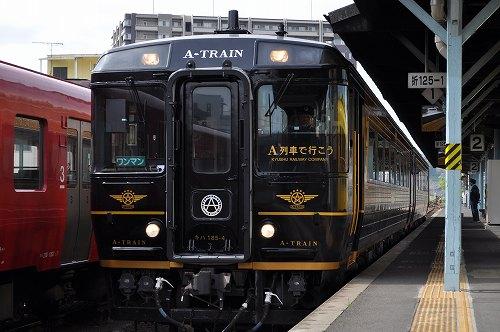 春の陽気の中、優雅に停車するA列車