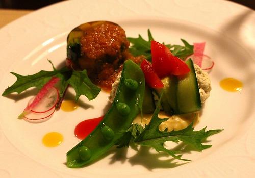 アボカドのムース 春野菜のゼリーを添えて