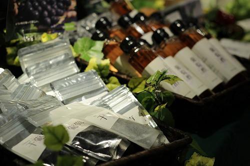 昨日ご紹介したぶどう園OKURAさんの「干葡萄」も販売中!