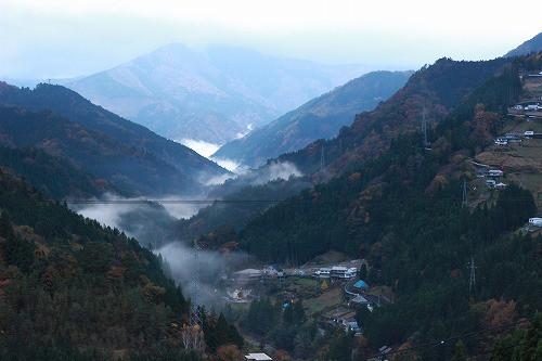 祖谷の山間の景色ですが、日田でもこんな感動する風景は沢山あります。